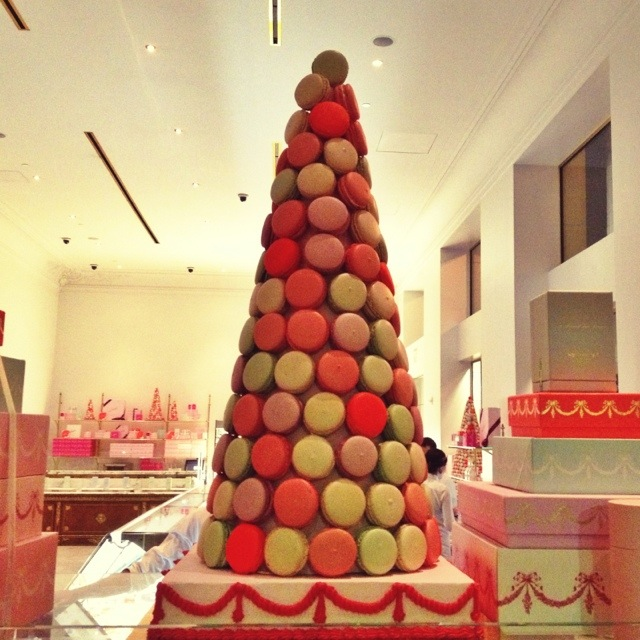 macaroon tower, french maracroon, los angeles bakery, bottege louie los angeles, bottega louie la