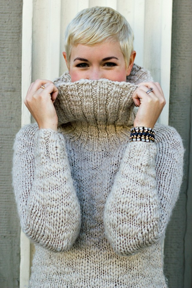 cozy fall sweater, cozy sweater, sweater and shorts, fall style, winter style